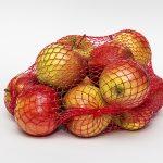 ябълки в мрежести торби